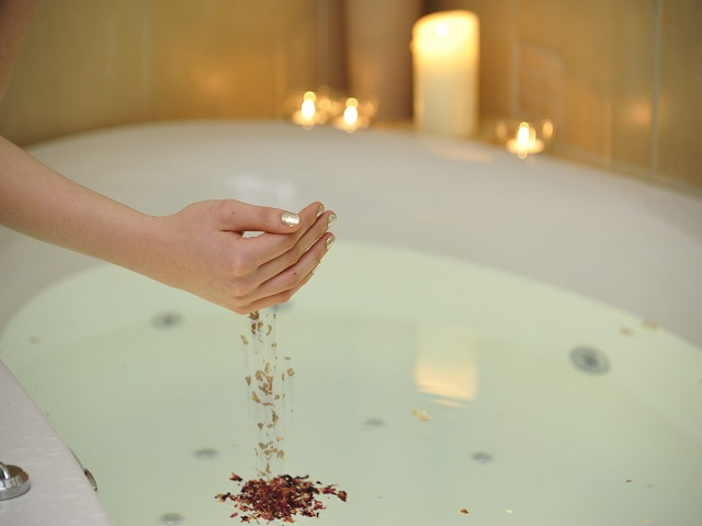 Kräuterblüten-Relaxbad